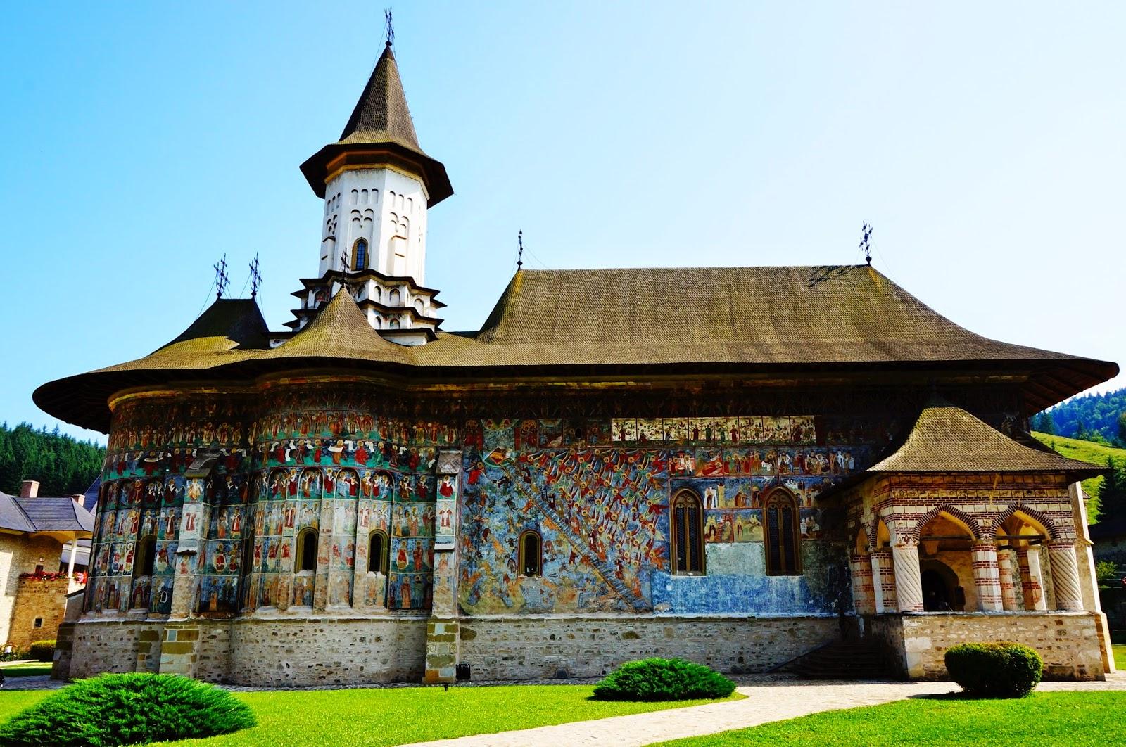 Mânăstirea Sucevița - vedere laterală