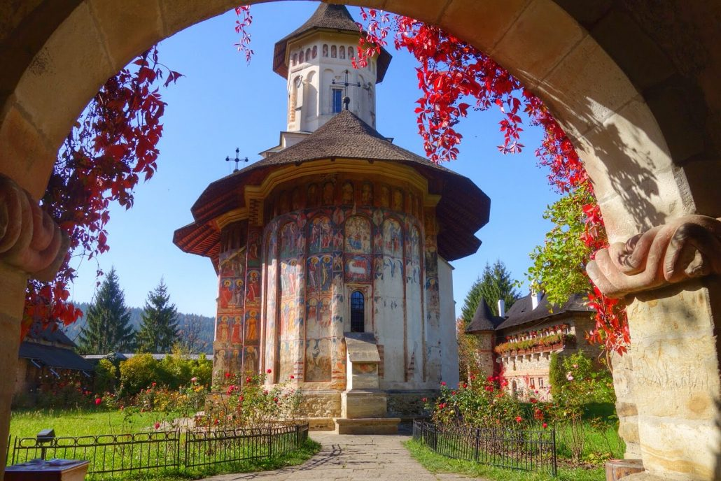 Mânăstirea Moldovița - vedere dinspre poarta principală