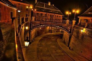 Podul Minciunilor