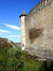 Pata de pe zidul Cetății Hotin